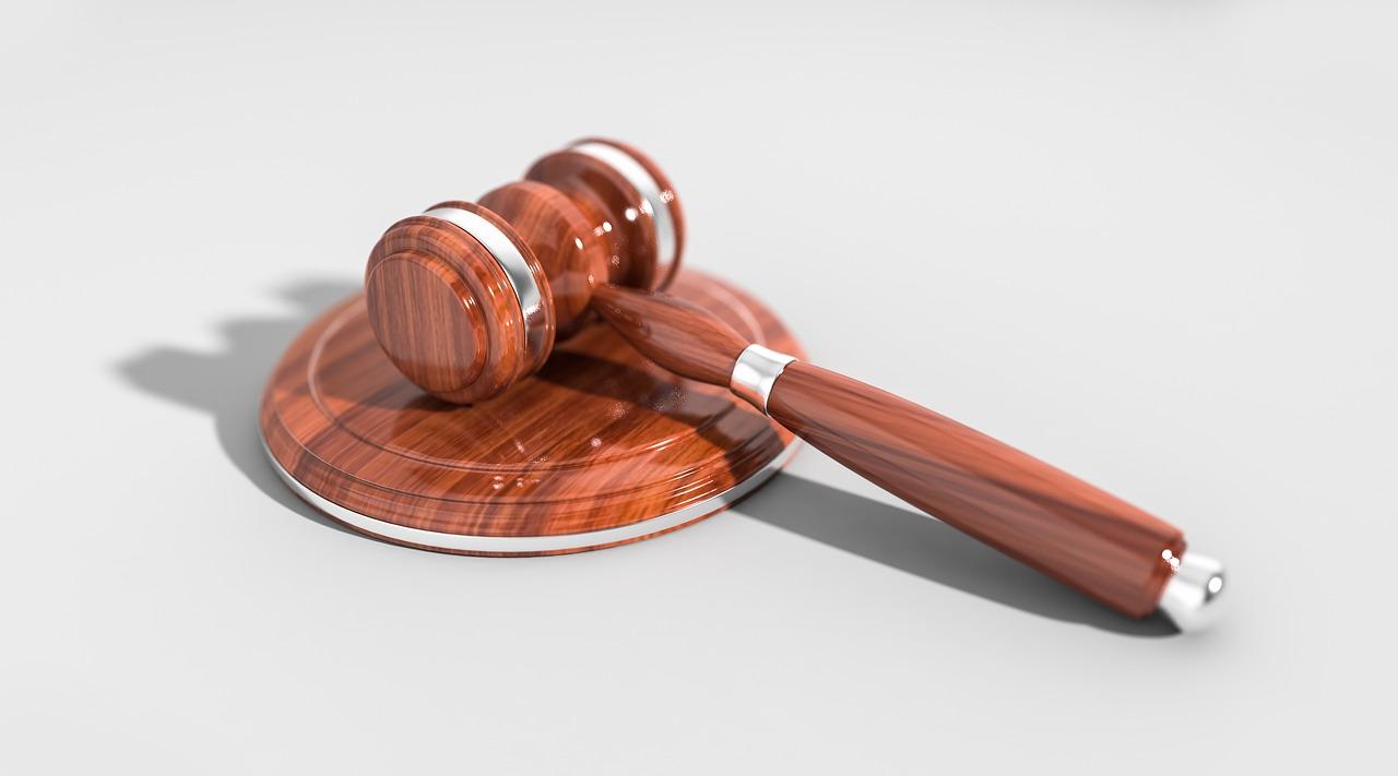 濟州地院法官宋載允(音譯)以違反兒童福祉法,判金某一年六個月的徒刑,外加需修習兒童虐待治療課程120小時。