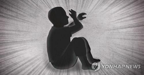 金某當時還用自己攜帶的蚊香和香菸燙傷兒子的手臂、腿及臉等,小孩身上共30多處燙傷痕跡,因此被以虐待兒童嫌疑遭到起訴。