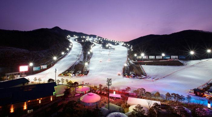 4. 곤지암리조트 스키장 地址:경기도 광주시 도척면 도척윗로 278 Gonjiam Resort位於京畿道的光州地區。滑雪場被稱為大都市區最大的滑雪場,面積為123,000平方米。特別的是,它有先進的精細過濾系統和無線遙控除雪系統設施,我們可以舒適自由的在裡面享受滑雪!(已於12月1日開放)