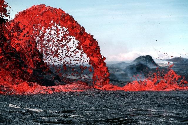 南太平洋的國家,尤以塞班島受颱風影響,旅客數明顯減少。美洲的夏威夷全年一半的時間都受活躍火山活動的影響,9月份更全面暫停此路線的旅行團。