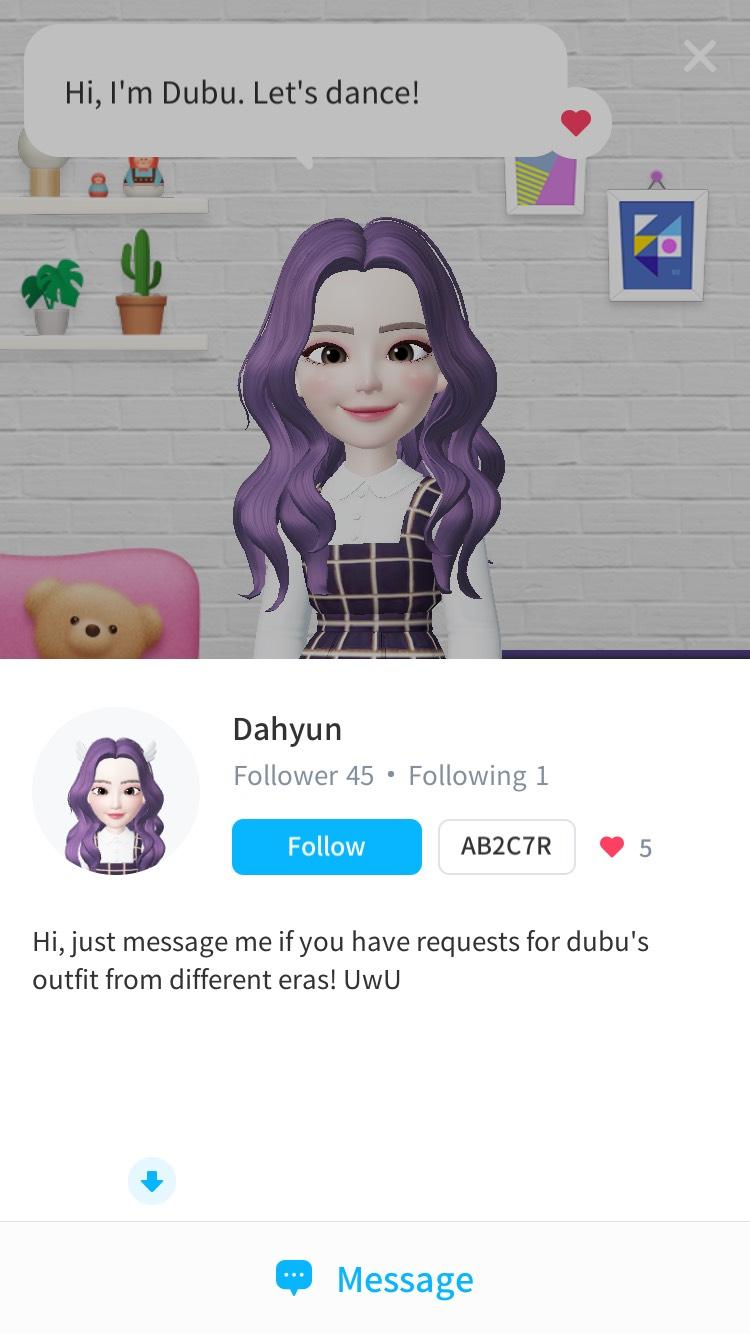 看看這頭紫色的頭髮,配上格紋背心裙,想都不用想就知道是多賢啦!甚至連介紹都打「嗨~我是豆腐」,看來是粉絲必追這帳號不可囉!
