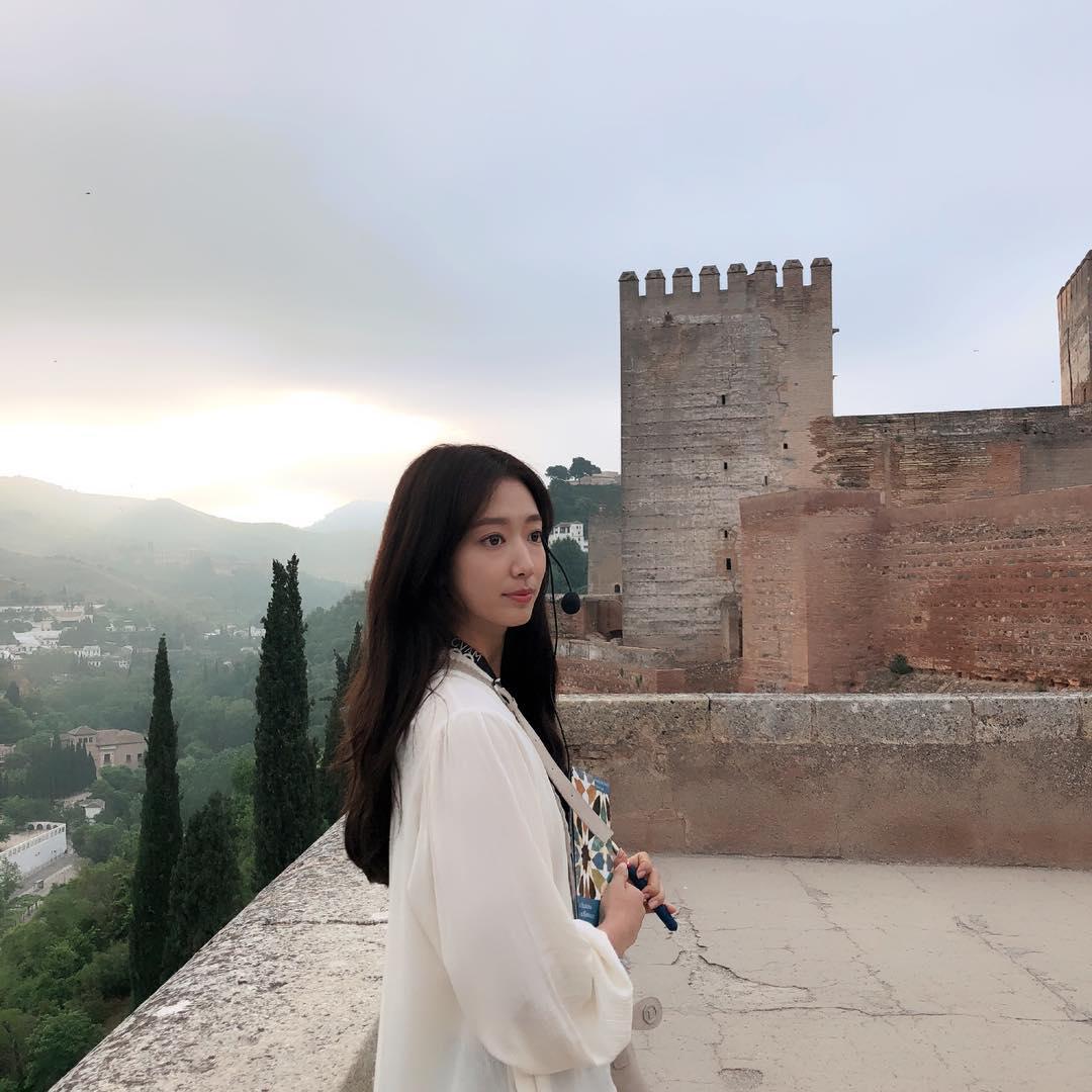 第十名:朴信惠 / 追蹤人數:877萬 第十名就是我們的信惠歐逆啦~主演許多韓劇的她獲得許多粉絲的喜愛,她的完美演技真的令人讚嘆呀!
