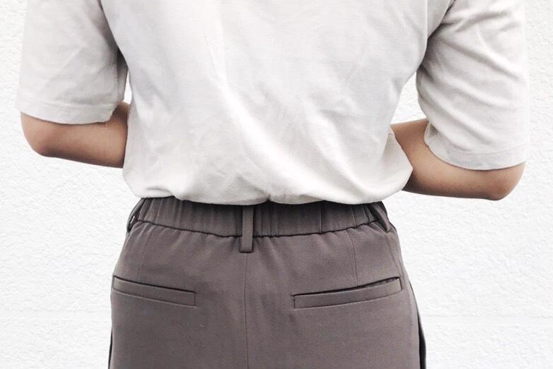 #腰圍 在腰部的設計上,務必選擇「高腰」!腿已經不夠長了,就靠高腰來增加視覺上的腿長吧!另外可以挑選「鬆緊帶」的設計,讓吃飽之後的肚子有一點緩衝空間XD