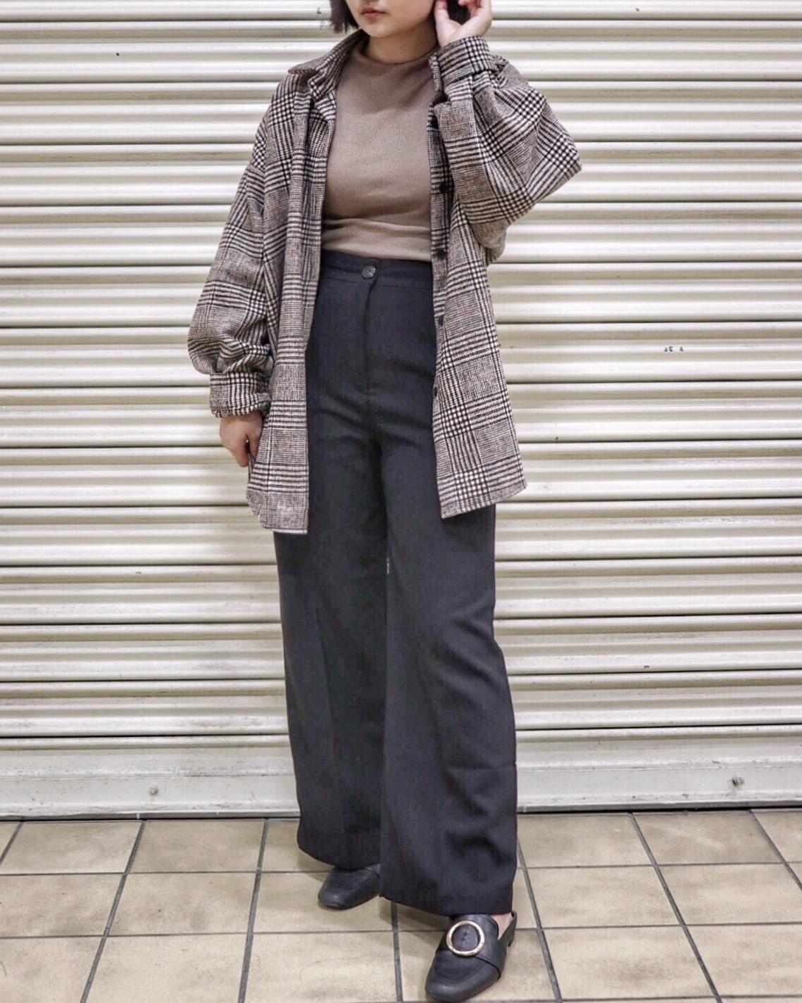 #推薦褲款2 被所有朋友譽為神褲的它真的超修飾!這個女孩它才150cm,可是看起來完全不像!這件褲子高腰,大大增加了視覺長的腿長!西裝布的材質,也讓你正式休閒一舉兩得!重點是它的價位也很便宜,下手完全不心疼!