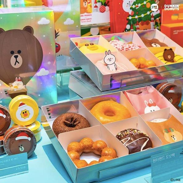 在「Winter Land期間限定店」現場還會販售Line Friends的限量禮盒,還有應景的聖誕節圖案,Line迷們不要錯過了!買來送人也很有面子啊~