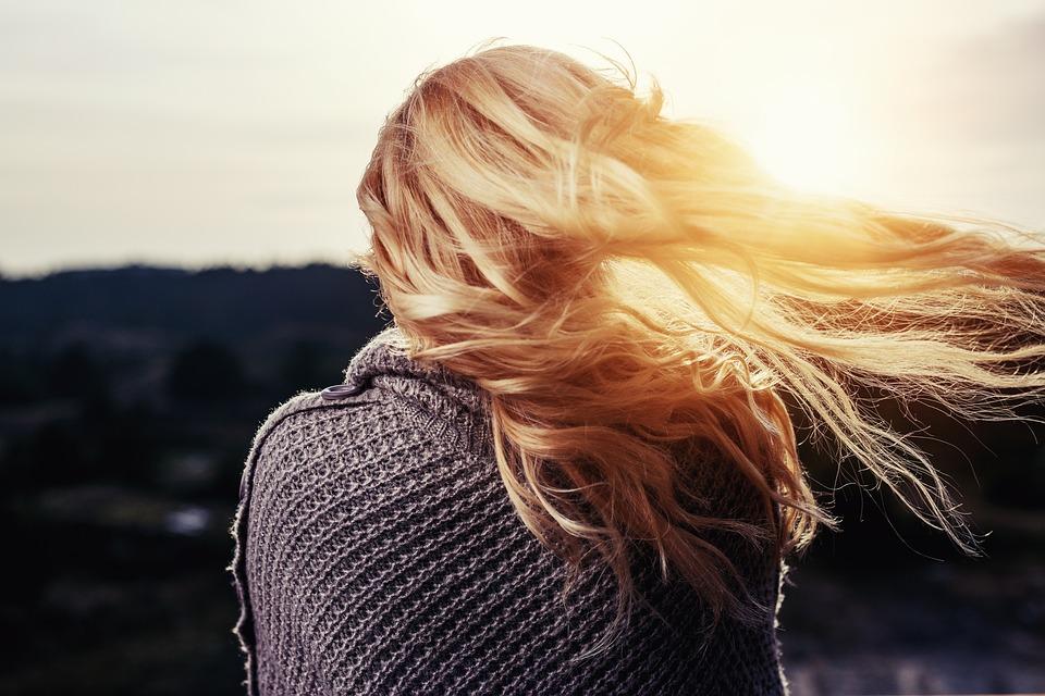 1.頭髮 夢到頭髮的話,意味著你現在的狀態是「想要打破障礙物,獲得自由。」更仔細點看,這和你性格中「性」的層面有關。同時也意味著你想在家人和朋友的關係中了解自己的位置。