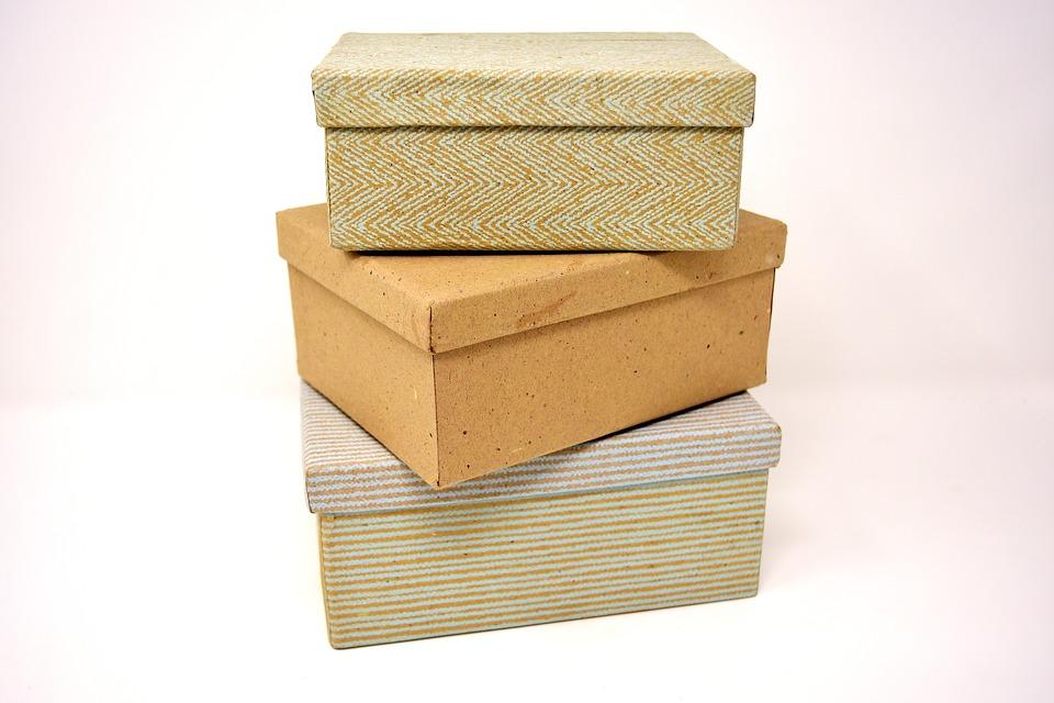 2.箱子 箱子意味著秘密、隱瞞和失望。 如果夢見箱子,就意味著「你對周圍的朋友似乎隱瞞了什麼」,不過如果夢到箱子打開的話,就表示你現在準備把那個祕密說出來了。相反,如果打開箱子後發現裡面空著的話,這就代表著「你現在正在經歷一些不滿意的事情。」