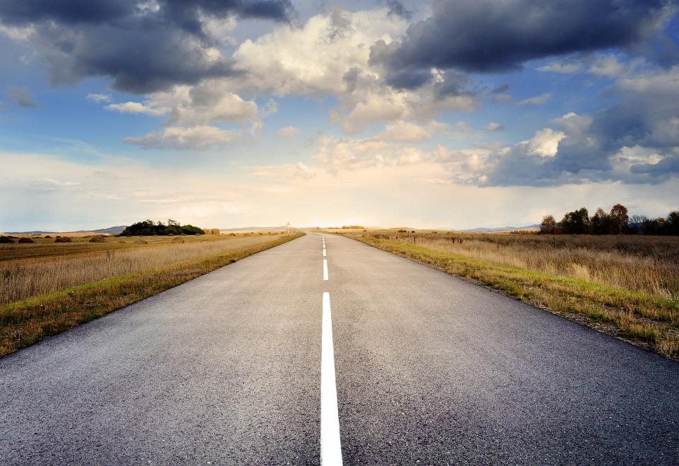 6.道路 廣闊的道路出現在你的夢中嗎? 那麼你現在正感覺到什麼「複雜」的東西,而使你正在承受壓力中。 最近你想消除所有「複雜」的東西,過簡單的生活。