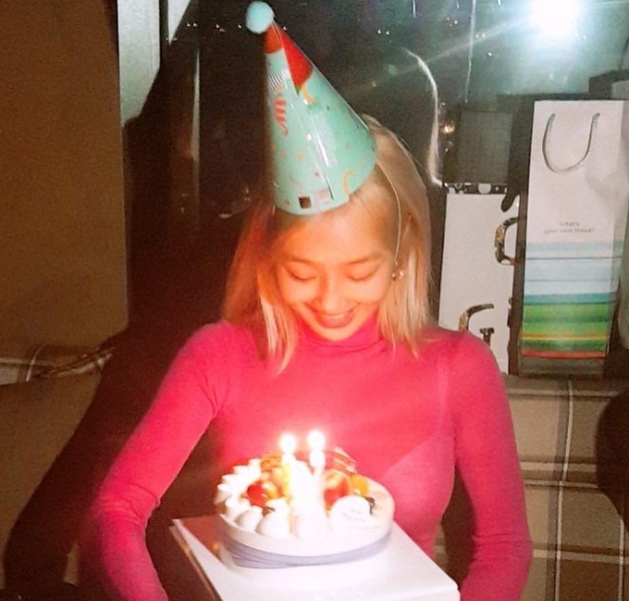 今天(11日)迎來孝琳的生日,孝琳在自己的instagram上傳了照片,許多人看到都懷念起當年的SISTAR...就是成員們都聚在一起替孝琳慶生啦!