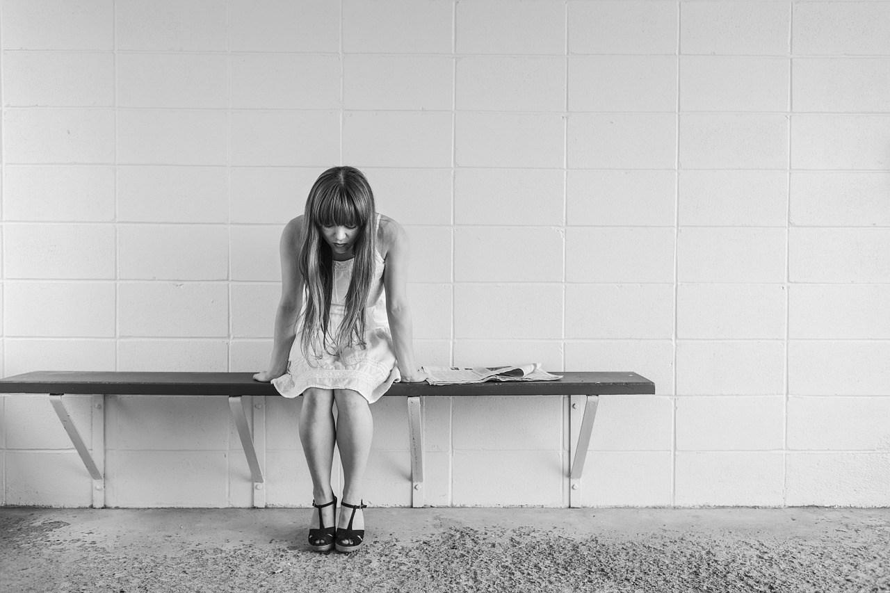 造成的原因雖然依照個人的狀況會有所不同,不過長期這樣的話,會造成憂鬱症、不安、壓力等心理及精神的問題。