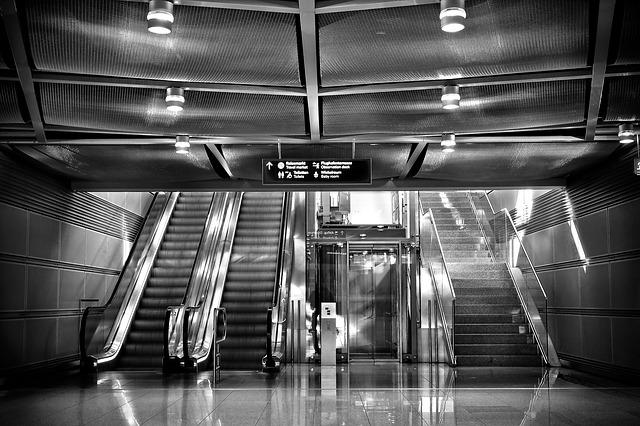 除了老人家外,其實還有其他有需要的人士需要電梯方便上下樓。互相理解、體諒,世界不是更美好嗎?