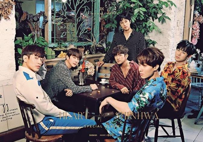以神話出道的申彗星至今已經出道20年了,除了以團體成員作為「Shinhwa Company」的股東之外,個人歌手身份也是與經紀公司 LIVE WORKS COMPANY 簽約。