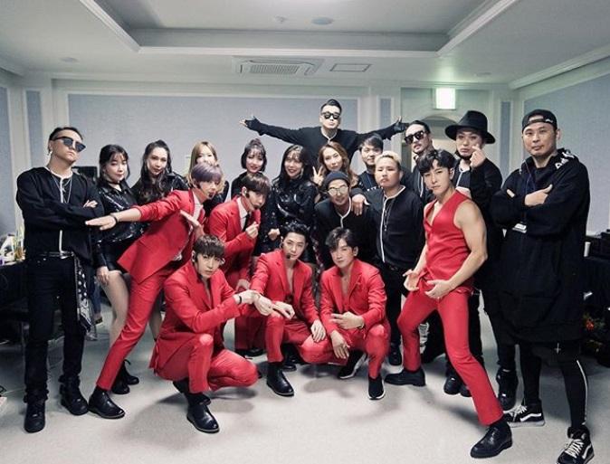 除了個人的SOLO,最讓ShinhwaChangjo(官方粉絲名稱)期待的必然是神話六個人的舞台。