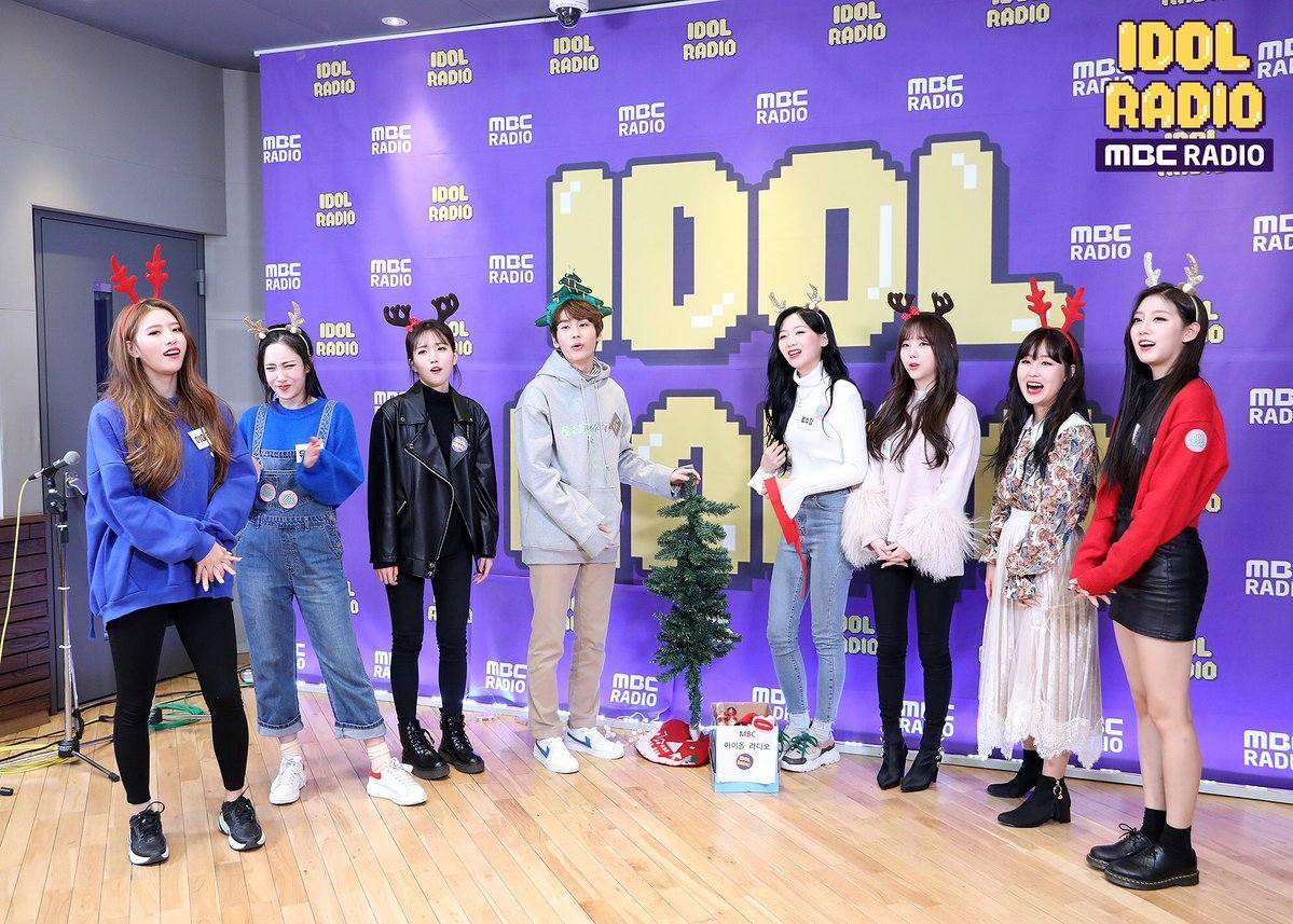 而在廣播電台中,Lovelyz也分享了很多宿舍的趣事,例如Kei 遭成員爆料是「外出前最關心外貌」的成員等等~