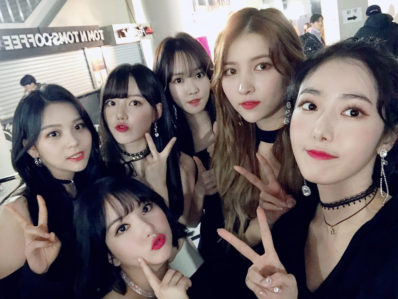 TOP 5 GFRIEND 專輯總銷量:144,635張 今年終於在日本出道的GFRIEND,在韓國國內也有2次的回歸,出身自Source Music娛樂的GFRIEND雖然在小公司出道,但仍引起大眾的關注,在15年底也橫掃各頒獎典禮的女子新人獎,之後GFRIEND也發揮她們的潛力,以堅強的實力及整齊的刀群舞在女團中殺出重圍。