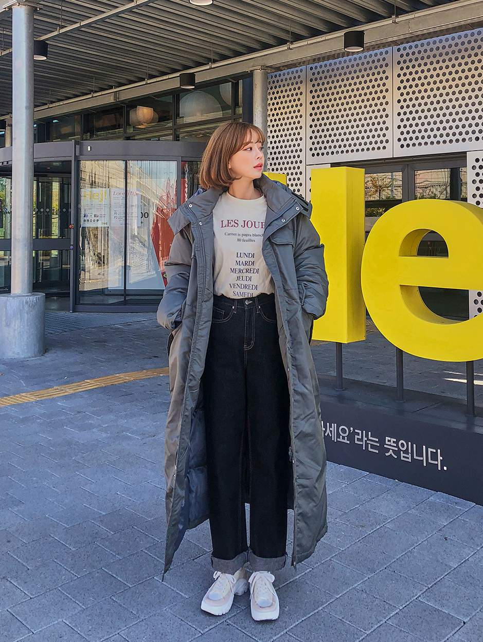 2.長版羽絨外套-從去年開始就非常流行,到韓國旅遊也隨處能看見韓妞都這樣穿呀!以前總覺得穿羽絨外套就時尚不起來,沒想到長版羽絨衣超好搭!隨便穿都好看!