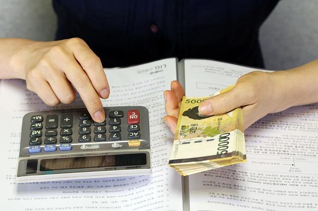 男友:「月初的時候好像花太多錢了ㅠㅠ」、「我們17號之前再多存10萬韓元進去吧」 女友:「天阿ㅠㅠ我這個月因為家庭活動很多,沒有錢了ㅠㅠ」、「我這個月先pass,下個月再多存一點不行嗎?」