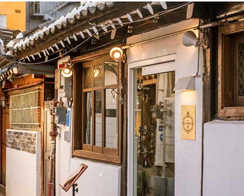 同為韓國韓屋式建築的「益善洞」比北村有著更悠久的歷史,從1920年朝鮮時代到現在,儼然成為最受歡迎的市中心旅遊地,並成功躋身於2019韓國觀光百選地之一!