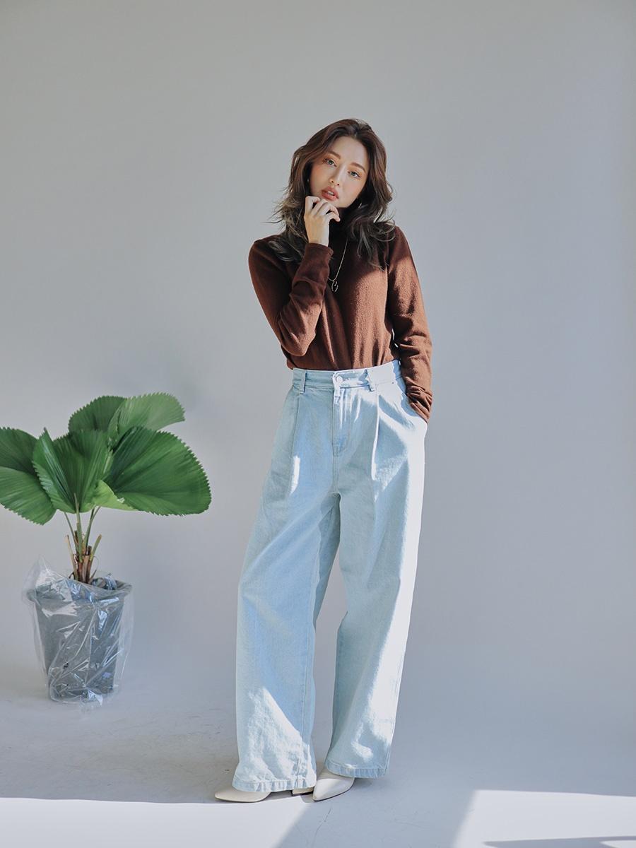 H型身材(甘蔗型身材): 這類型的身材因為很瘦,所以褲子絕對不能再挑選緊身的款式!除了直筒寬鬆的選擇要點外,可以多挑選有打折子的款式,會讓你看起來有層次、也多點厚度,上身則看自己的風格,也是以層次豐富的款式最為推薦。