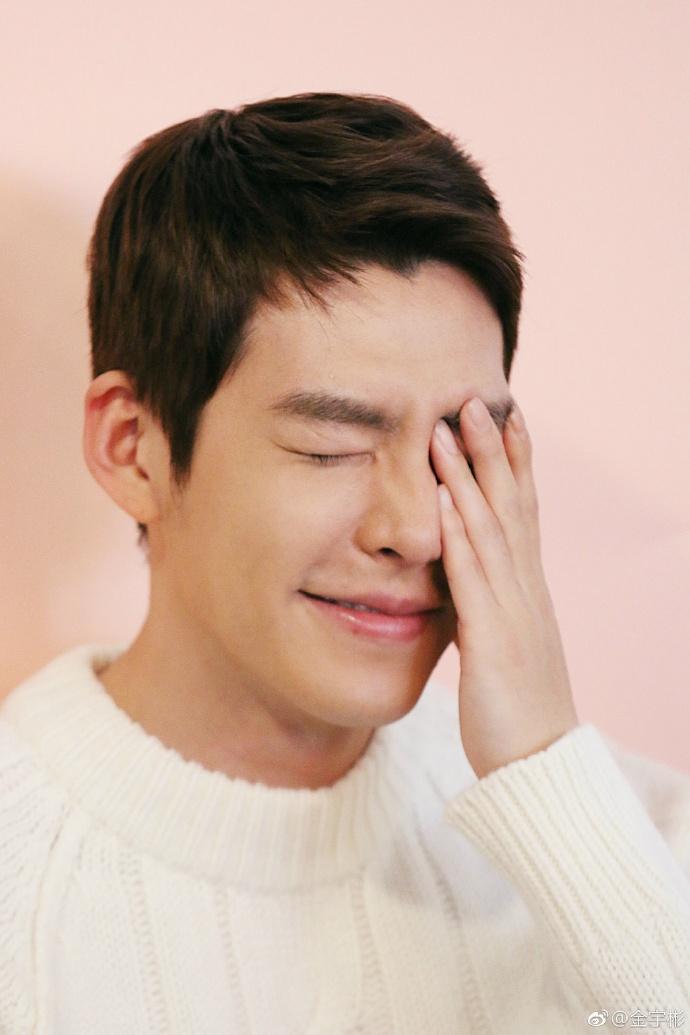 在2017年確診鼻咽癌的大勢演員金宇彬,今早(9日)有韓媒報導「最近身體逐漸好轉的金宇彬,收到不少作品劇本邀約有望今年以新作與觀眾見面」,傳出他即將復出的消息。