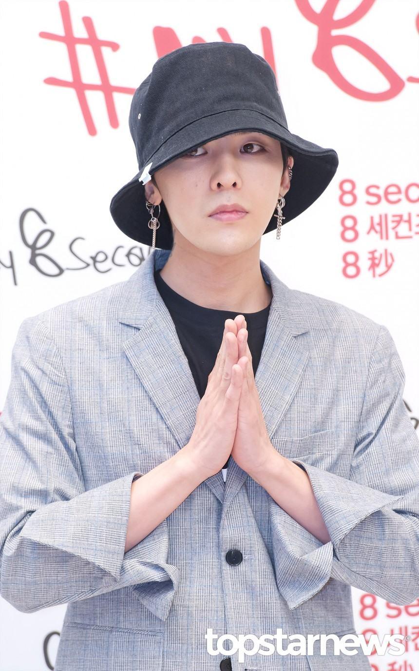 # G-Dragon G-Dragon曾親自寫下手寫信向粉絲們表示:「我有一件事情想要拜託大家,光是你們的心意就已經很足夠,只要用你們溫暖的心意為我祝賀就好了!」