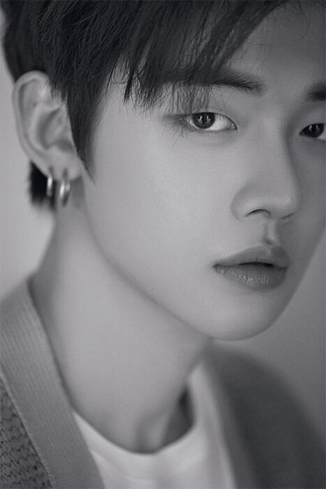 單眼皮和高挺鼻樑的YEONJUN,也被不少人說也和國民男友Eric Nam有點相像,更有網友說「這就是Big Hit喜歡的類型,沒有雙眼皮的大眼睛美男」