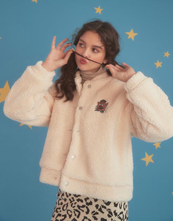 還有這件蛋頭先生的泰迪熊毛毛外套!可以說是必買產品,其他還有像是彈簧狗帽T,抱抱龍短版上衣等等特別角色的產品,趕快手刀去逛逛!