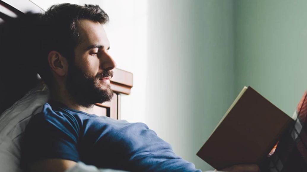 4. 任何東西都不停地讀 天才都很享受閱讀的過程, 在閱讀的過程中他們會產生好奇心,有時候還會得出一些新的答案,同時也會得到一些從沒想過的答案,所以天才都很喜歡讀不同的書去解決好奇心。