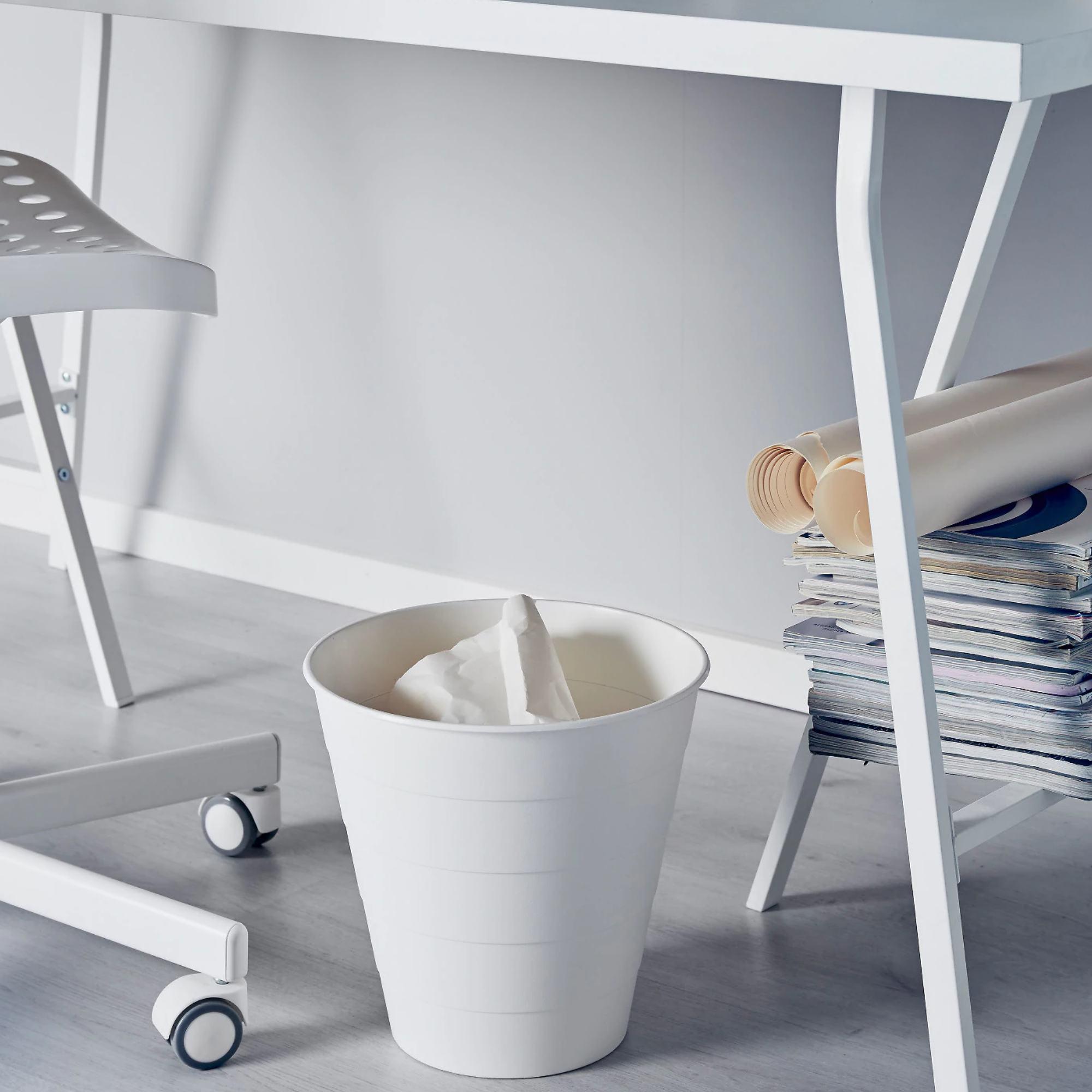 #垃圾桶 $35 沒錯!如果要提升房間整體的質感,就是連垃圾桶這樣的小細節都不可以錯過!IKEA的垃圾桶不但簡約,而且也挺便宜的!編編自己也有買一個,但是拿來裝發票的,兩個月再整理一次就好!超方便的!(到底多懶XD)