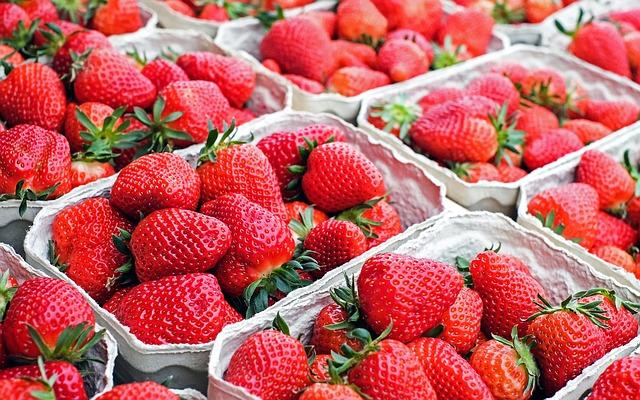 冬天正是草莓的全盛時期!超市滿滿都是來自各地的草莓。大家都愛吃草莓吧!但你們不可不知道吃草莓的5大好處~~