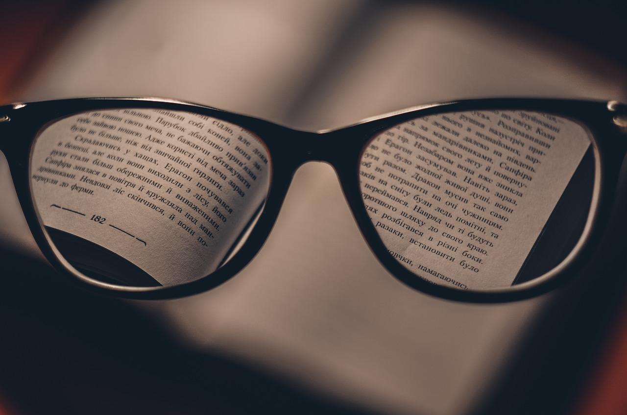 3. 視力恢復 現代人經常長期看手機、平板和筆電,因此造成視力下降及眼睛疲勞等問題。草莓所含的花青素對恢復視力有一定的幫助。加上,草莓能防止眼睛的晶狀體退化及混濁。尤其,草莓能有效的預防白內障等眼疾。