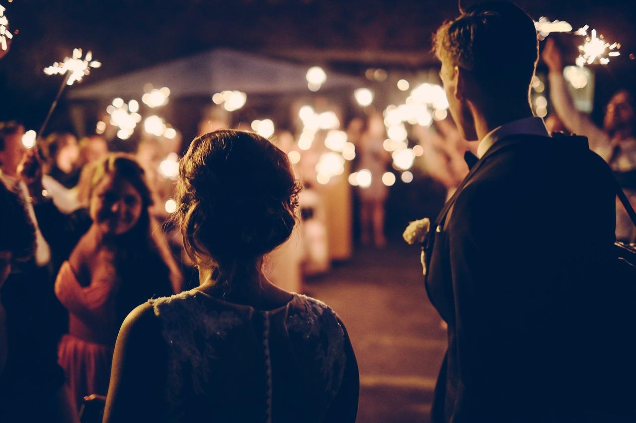 雖然目前沒有男朋友,但一直擔心若交上男朋友後,被對方發現自己是一個連朋友都沒有的人,會不會覺得自己很奇怪。現在已可預想若日後結婚,可以叫上的朋友幾乎是一個也沒有。