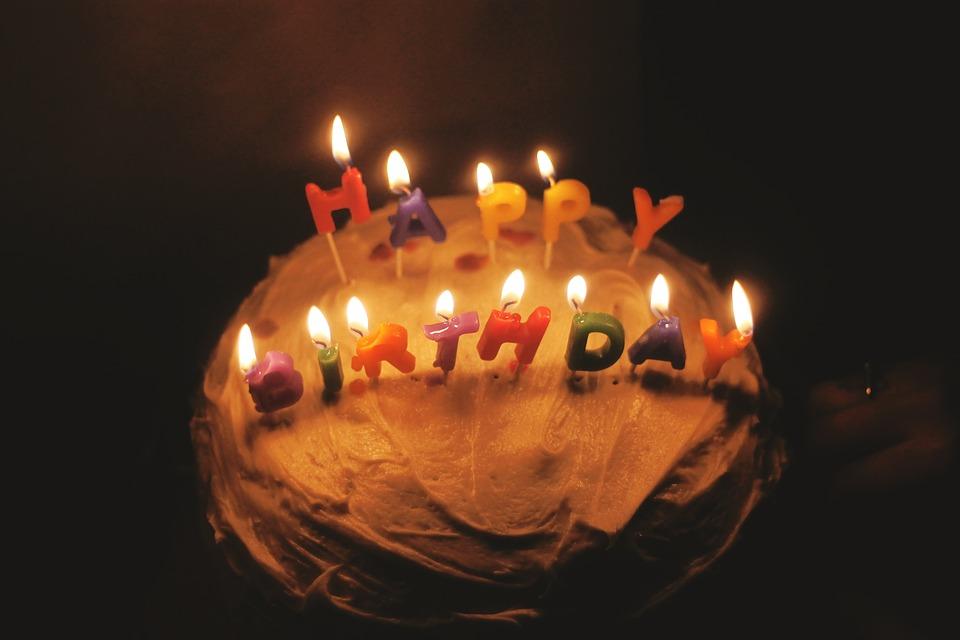 生日蛋糕的歷史竟然這麼久遠啊!以前只知道生日時就是要吃蛋糕,完全沒想過它的由來呢~也希望大家在生日時所許的願望都能實現哦!!