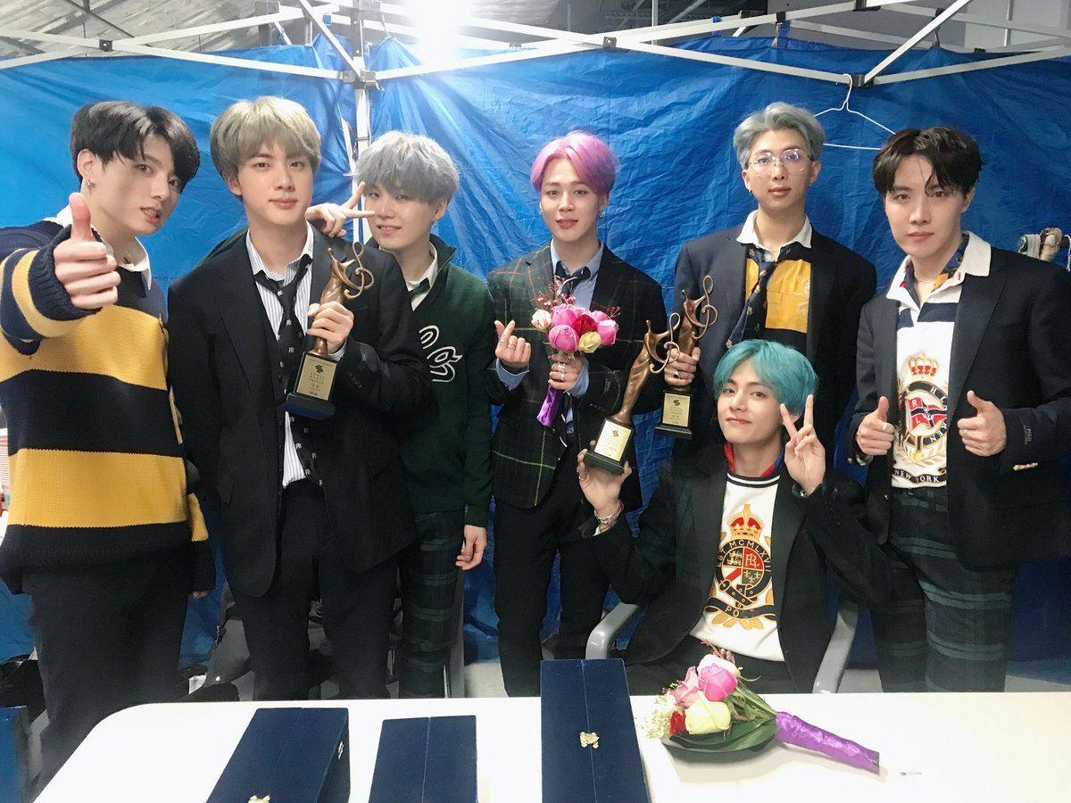於1月15日在首爾舉行的《首爾歌謠大賞》(Seoul Music Awards,簡稱SMA),最終於獲得包含大賞、本賞、年度最佳專輯等三項大獎的防彈少年團成為本屆最大贏家