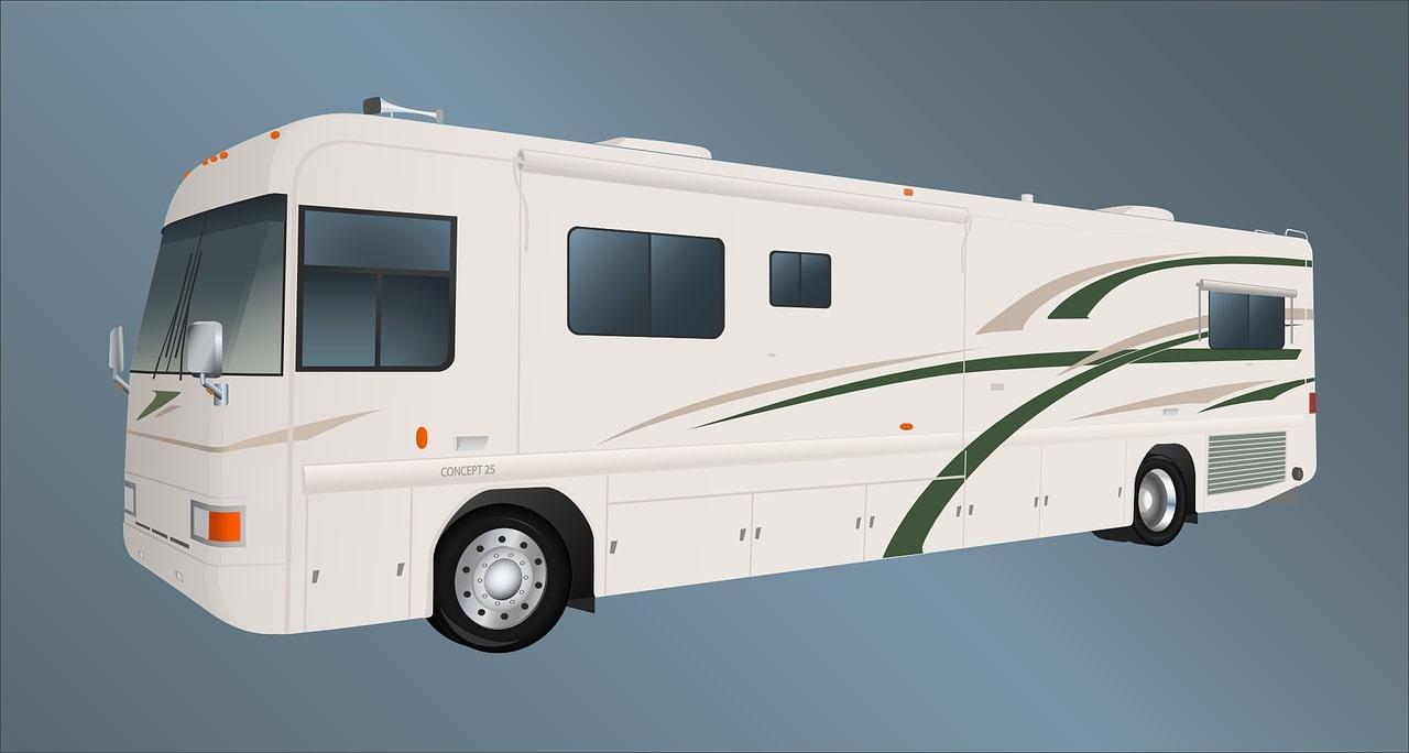 經調查結果發現,原來這家人是乘坐一台改裝後的露營車,這台改裝露營車的前身是一台可乘坐45人的巴士。