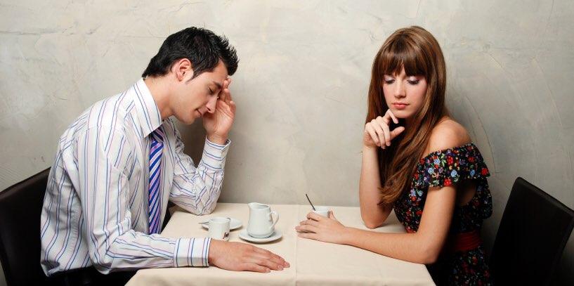 原因是女生提出約會的時候,男友說了好累! 後來女生問怎麼了嗎?男友說見面再說。 見了面之後,兩個人就找了個地方坐下來談。