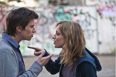 男友:「我們交往了很久,以前吵架的時候可以不計較的讓它過去,但現在覺得厭倦了!已經不知道是因為愛才繼續下去,還是因為習慣才繼續下去。」