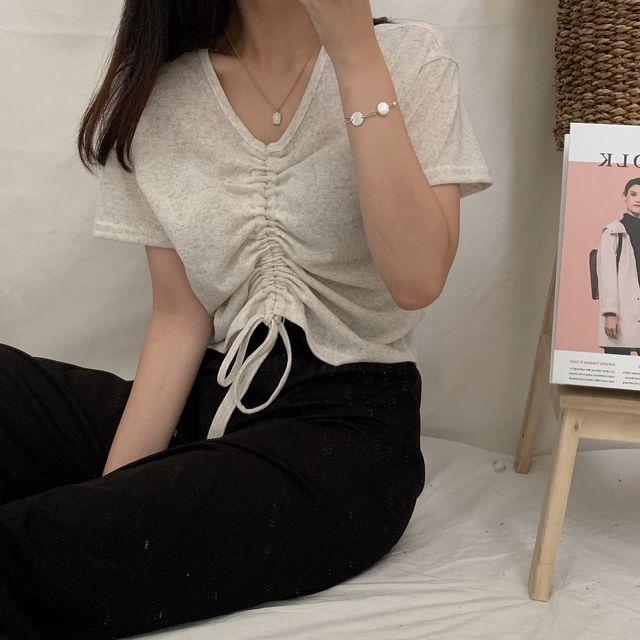 另外摩登少女最近也有愛上的就是這種「抽繩上衣」,但是這種款式目前在台灣還沒看到心動的款式,想不到居然在BRANDI上面找到喜歡的style了!(眼淚先掉下來),畢竟今年抽繩這個重點設計也是夏天必備,跟上我們的腳步,加入在BRANDI挖寶的行列吧!