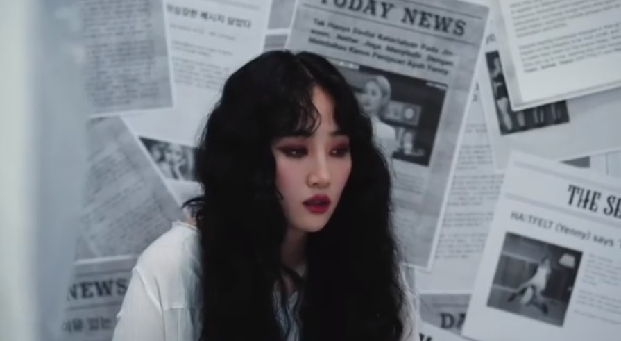 〈爸爸死掉就好了〉這首歌可以說是代表了譽恩與她父親之間令人傷感的現實故事。