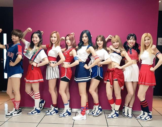 TWICE某成員和媽媽的最新合照 超強基因讓韓網民都大力讚美!