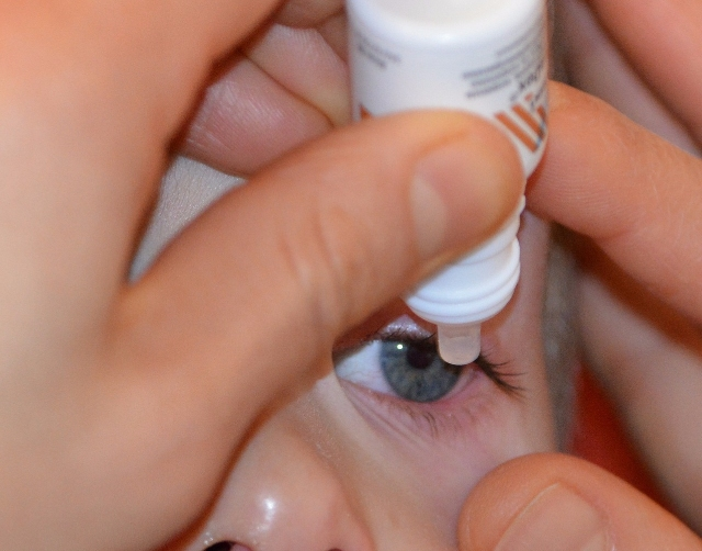 戴隱形眼鏡可以點嗎?眼藥水的3個正確觀念