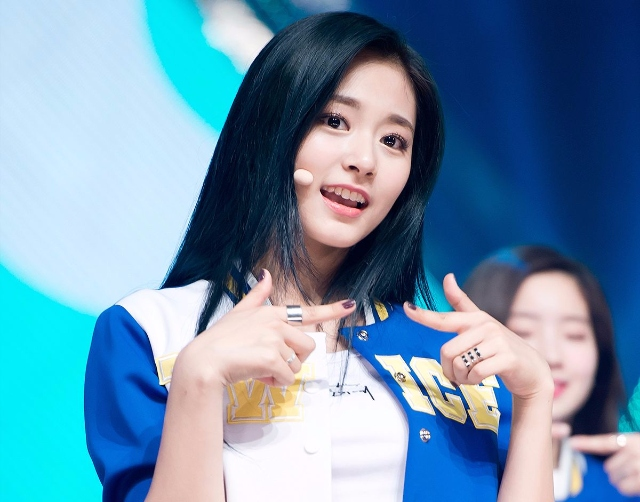 TWICE子瑜美貌不科學 韓網友表示「子瑜穿這套衣服最美!」