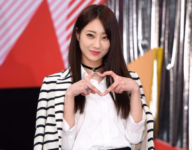 原來愛心有這麼多比法?韓國偶像愛心創意手勢大比拚!