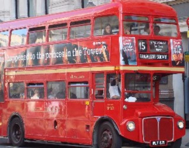 台灣首度引進雙層巴士,只在高雄!