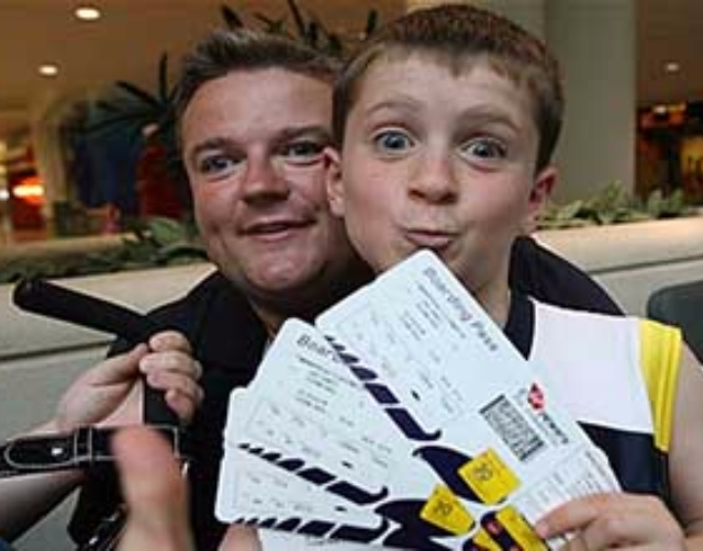 出國還在拿機票自拍打卡?小心個資全被看光光!
