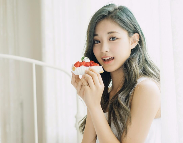 TWICE子瑜媽媽年輕時照片曝光 韓網友驚嘆簡直一模一樣!