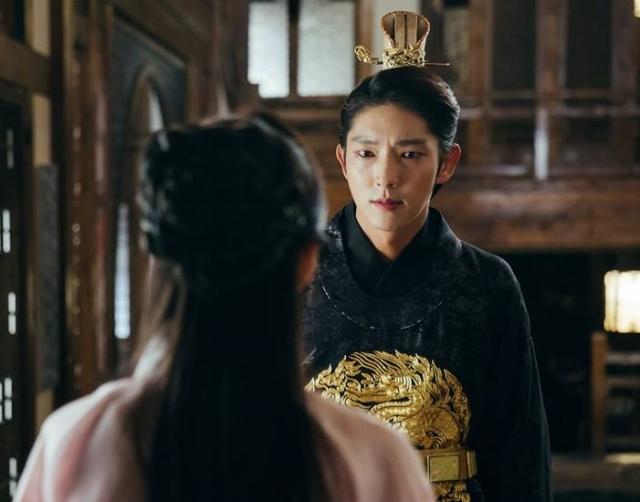 我們寧願是老梗啊!《步步》編劇不發糖還打臉劇迷,結局不如讓「這位王子」出現在現代?