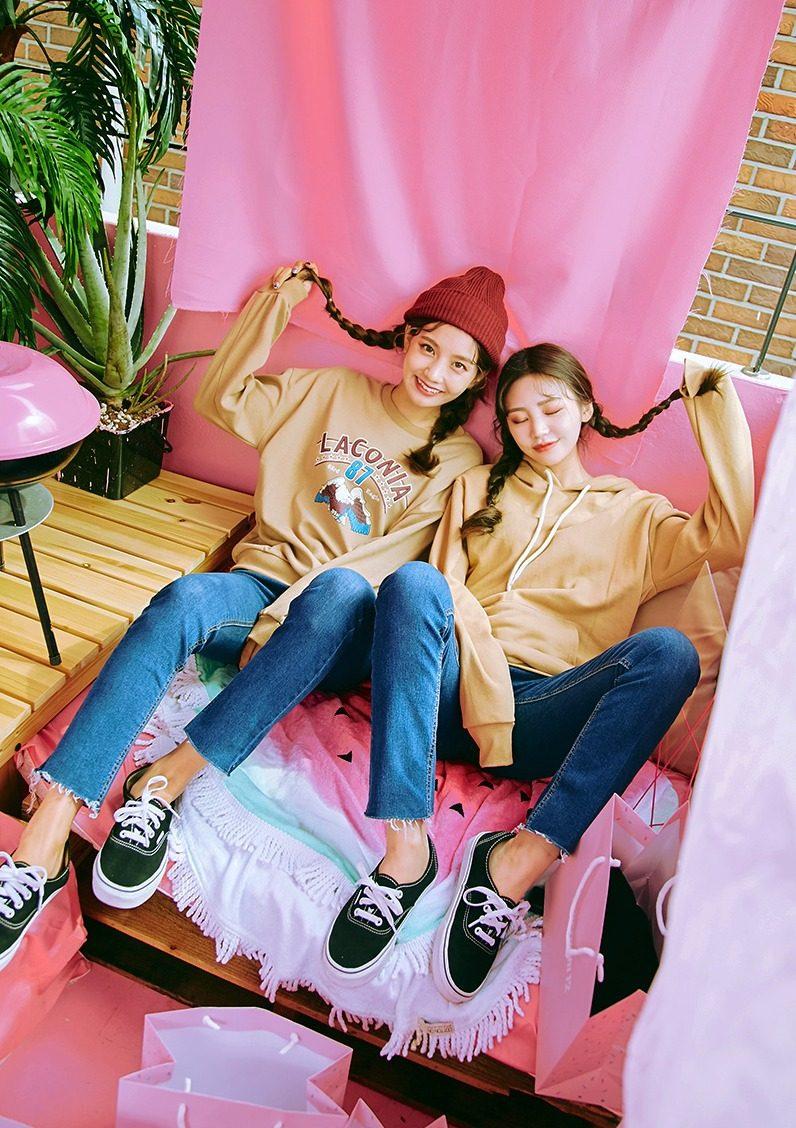 ➜ icecream12 喜歡韓系的女孩一定不能錯過這家網拍,款式多上新品速度也很快,而且不管是學生還是上班族都能找到適合的衣服,想當然也有很多好看的姊妹裝搭配啦!