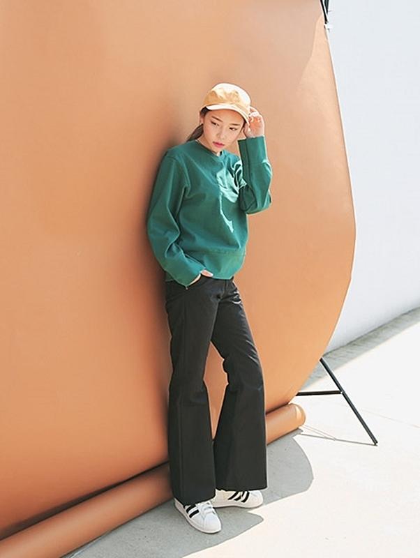 除了美妝之外,服飾折扣也很驚人!像這件喇叭褲原價1980,打完折竟然只要400!!!!!整個優惠了1500多塊啊!2折啊!這個價差是怎麼回事啊XD,不帶回家的真的要後悔一輩子了XD