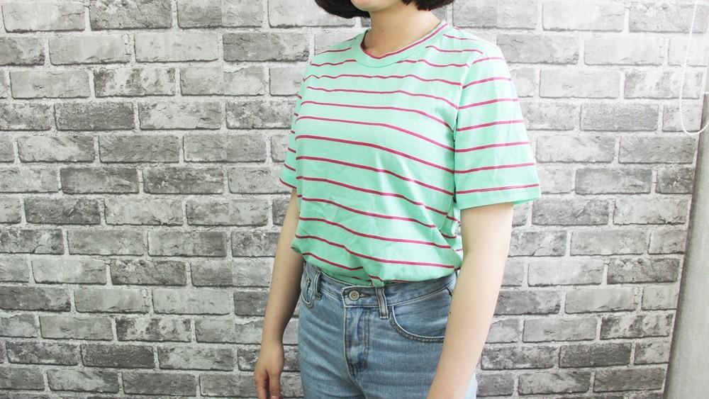 首先就是夏天必備的條紋短T恤啦!但是穿膩了基本色系,在熱情的夏天當然要選擇鮮豔款式啦!